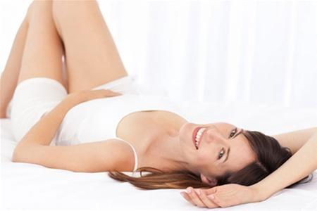 Змивати захисне мастило внутрішньої частини вагіни не рекомендується