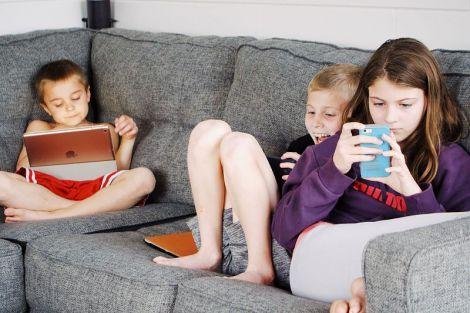 Вчені попередили про вплив гаджетів на поведінку дітей