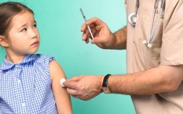 відповідальність за вакцинацію дітей несуть в першу чергу їхні батьки