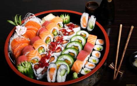 Медики рассказали, в чем польза суши для беременных
