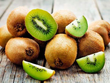 ТОП-3 фрукти, які краще їсти з кісточками