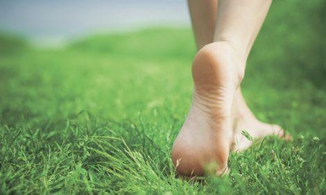 Чому корисно ходити босоніж?
