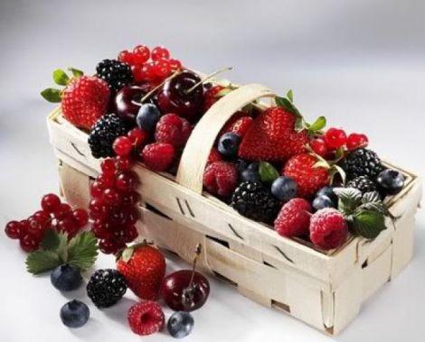 Літня дієта: сир, ягоди та вино
