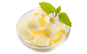 натуральне вершкове масло у помірних кількостях не зашкодить вашому здоров'ю