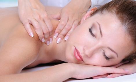 За допомогою регулярного масажу шиї можна нормалізувати роботу мозку