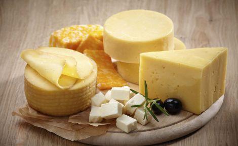 Коли не можна їсти сир?