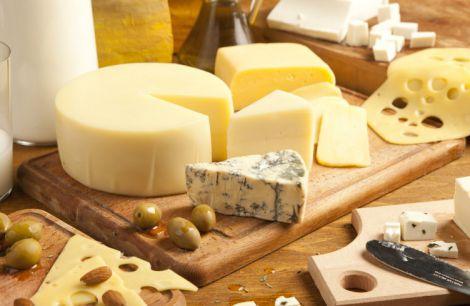 Твердий сир знижує рівень