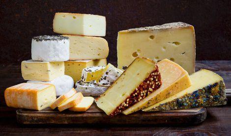 Чому людям корисно їсти сир?
