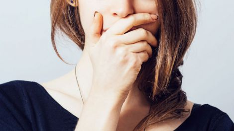 Голодування провокує неприємний запах з рота