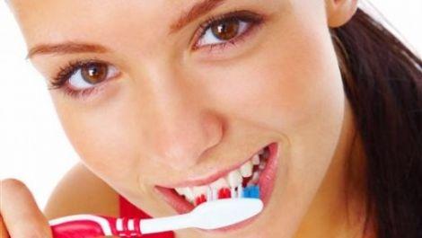 Відбілювання зубів вдома