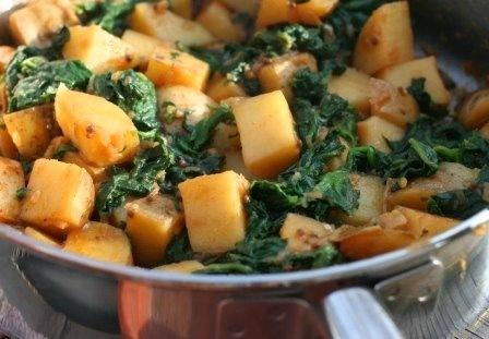Картопля зі шпинатом - пікантна індійська страва