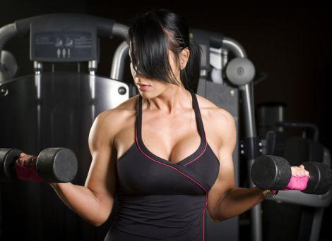 Вправи для підтягнутих та красивих грудей (ВІДЕО)