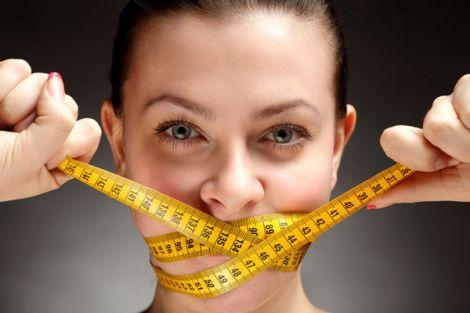Вчені розповіли, як їсти менше