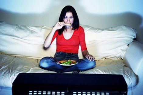 Не варто їсти перед телевізором