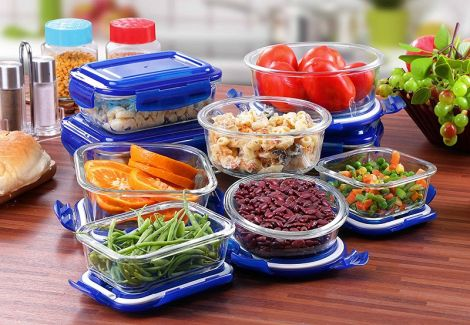Їжа у пластиковій тарі