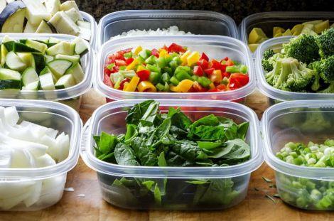 Їжа у пластикових контейнерах