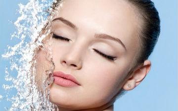 Мінеральна вода додасть шкірі пружності