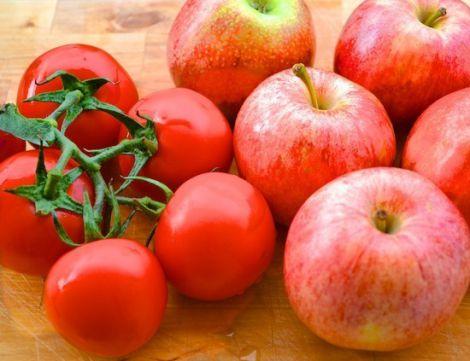 Корисні яблука та пімдори
