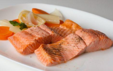 Вживання жирної риби захистить від раку грудей