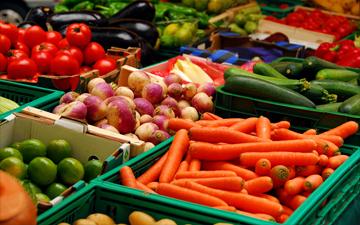 ранні овочі та фрукти можуть містити дуже багато нітратів
