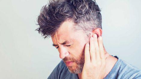 Вчені з'ясували, що COVID-19 може привести до втрати слуху