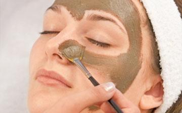 ця маска пом'якшить та зволожить шкіру