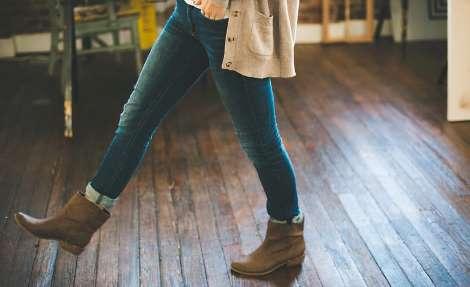 Лікарі радять обирати джеггінси або ширші штани
