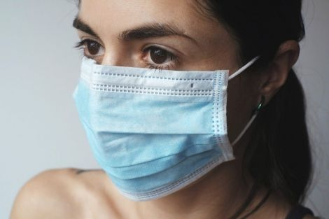 Як медична маска впливає на стан шкіри обличчя?