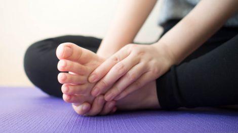 Високий холестерин: шість ознак на ногах, що попереджають про небезпечний стан