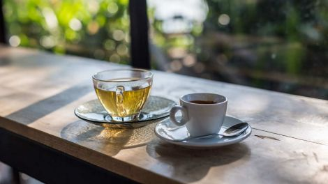 Кава або чай: про користь популярних ранкових напоїв розповіли вчені