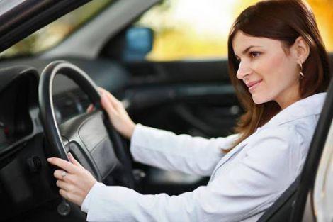 Жінки - значно уважніші водії, ніж чоловіки