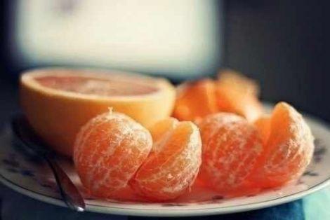 Ефірна олія мандарина є прекрасним засобом для підняття настрою