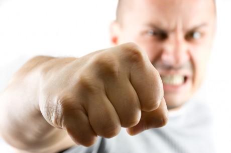 Агресивний чоловік