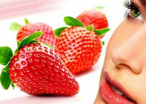 Догляд за обличчям: прості маски з полуниць