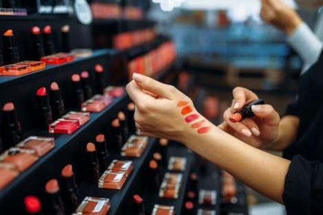 Небезпека косметичних тестерів у магазинах