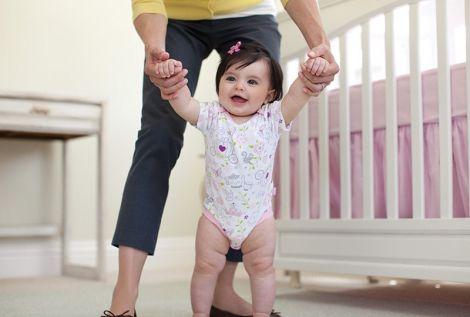 Не стоит заставлять ребенка ходить раньше