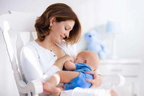 Чому корисно годувати дитину грудьми?