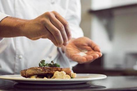 Солона їжа негативно впливає на нирки