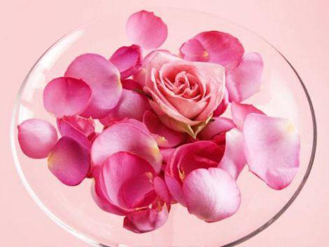 Розова вода у косметології
