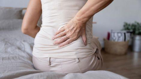 Назвали відмінності захворювань нирок від звичайного болю в спині