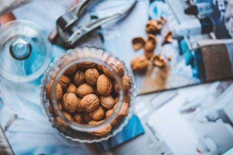 Вчені назвали властивості горіхів, які продовжують життя людини