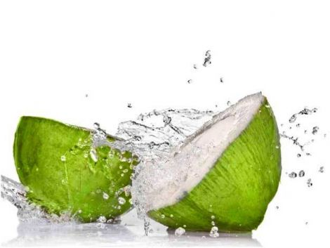 Здатність прискорити ріст волосся і зупинити його випадіння виявили у кокосової води