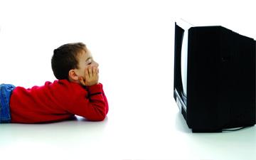 тривалий перегляд телевізора може суттєво вплинути на здоров'я дитини