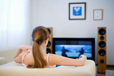 Сон при ввімкненому телевізорі: у чому небезпека?