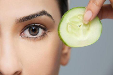 Огірок впорається з почервонінням очей