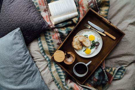 Вчені назвали три шкідливі для здоров'я ранкові звички