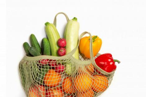 Вчимо дитину їсти овочі