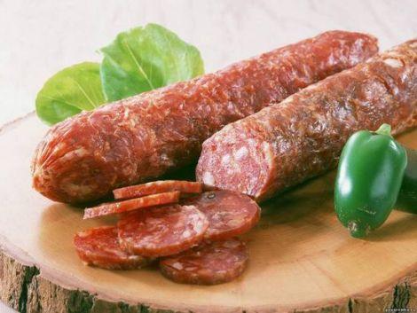 Варто утриматись від вживання дешевих ковбас