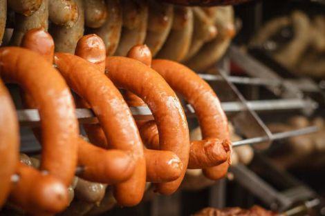 Копчена ковбаса може бути шкідливою для здоров'я