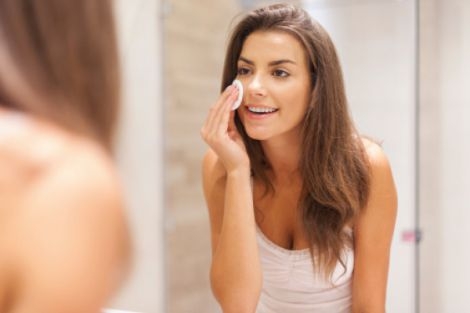 Важливість змивання макіяжу